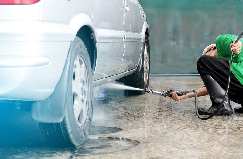 Spray to clean the car undercarriage
